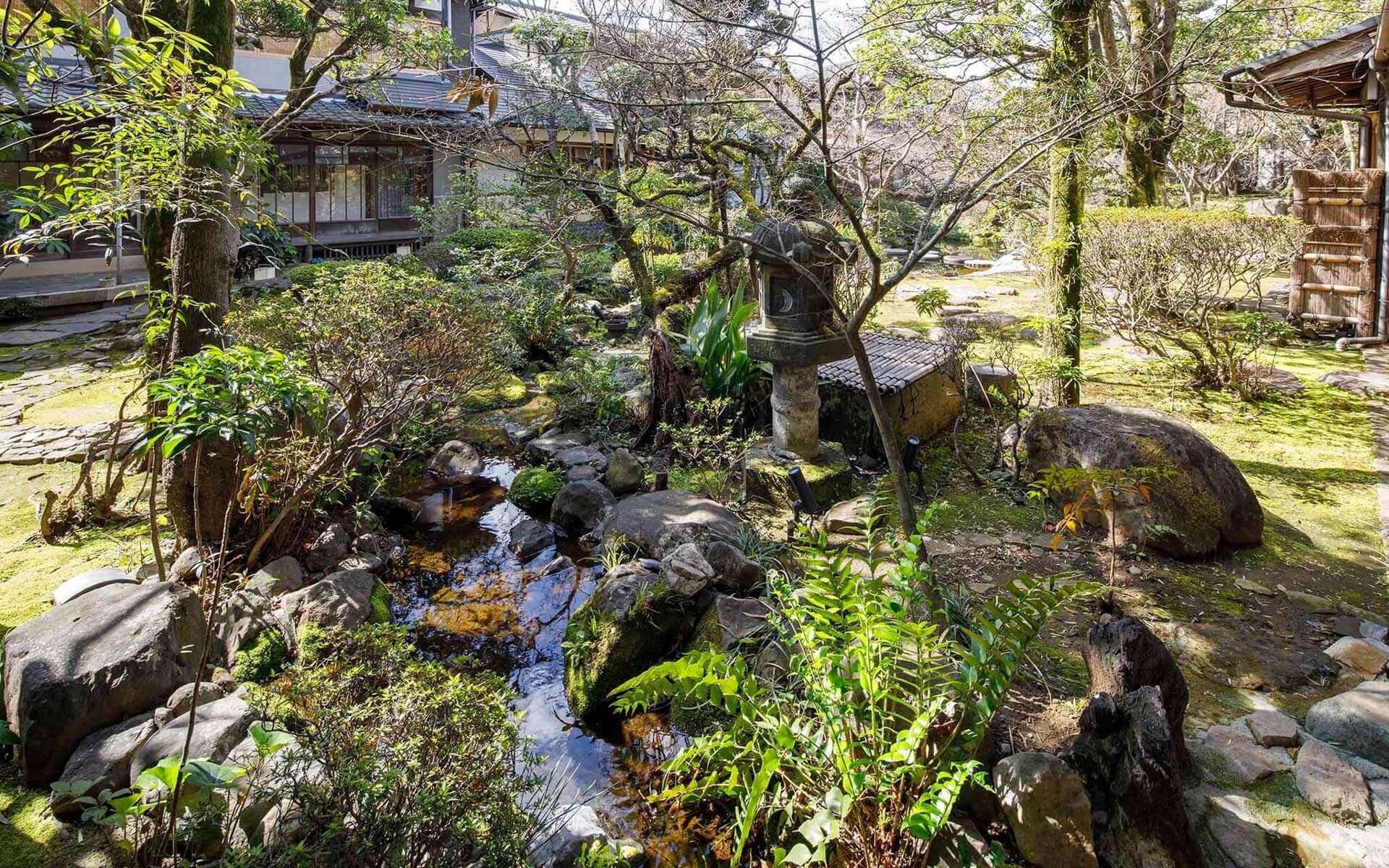 熊本市にある老舗料亭田吾作 庭園の写真