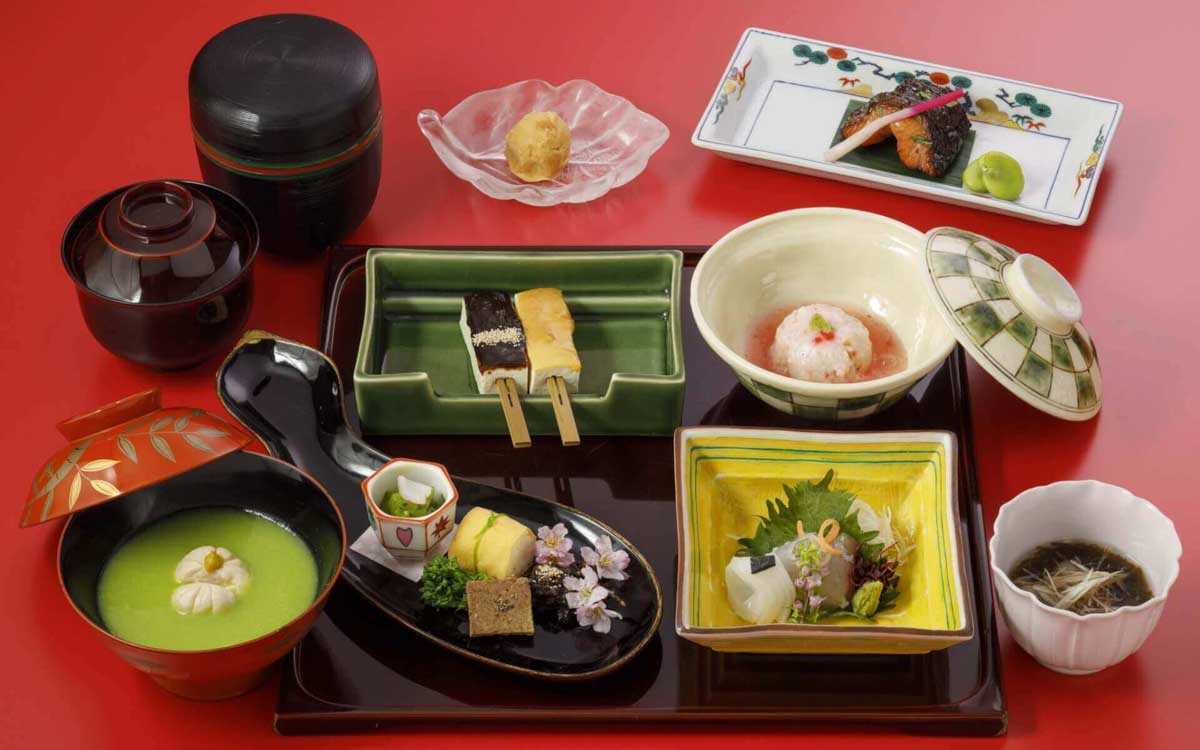Photograph of kaiseki food of lunch